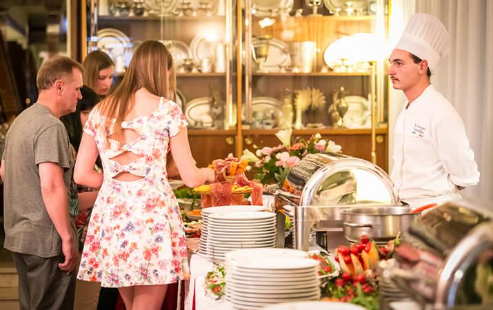 Pranzo a buffet ristorante