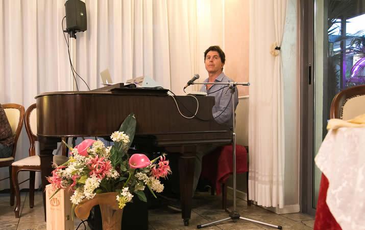 Serata romantica con suonatore di piano